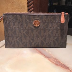 NWOT authentic MK extra large clutch wristlet